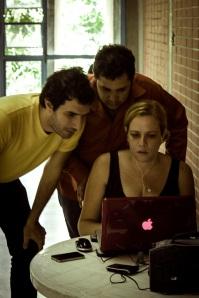 Trabajando con Joel Novoa y Guillermo Londoño en el Rodaje de la Película ¨Tamara¨ Foto de Victor Hernández